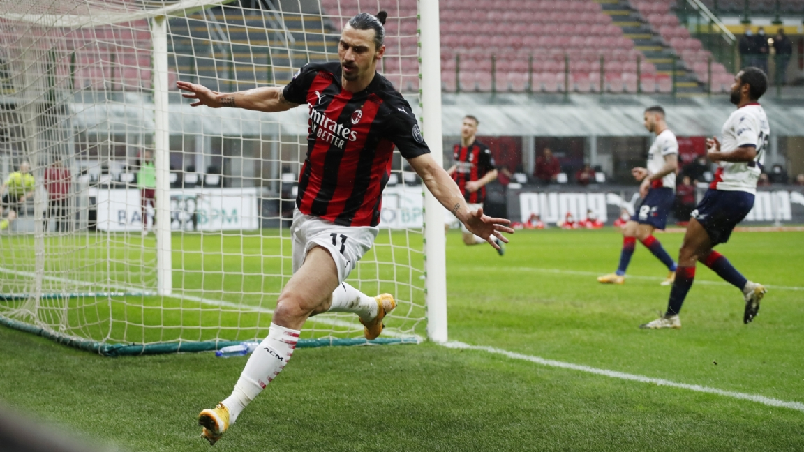Jubilerende Ibrahimovic brengt AC Milan terug aan de leiding in de Serie A - Voetbalzone.nl