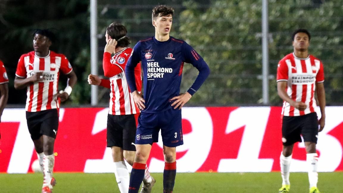 Jong PSV slaat toe in minuut 94 én viert langverwachte rentree - Voetbalzone.nl
