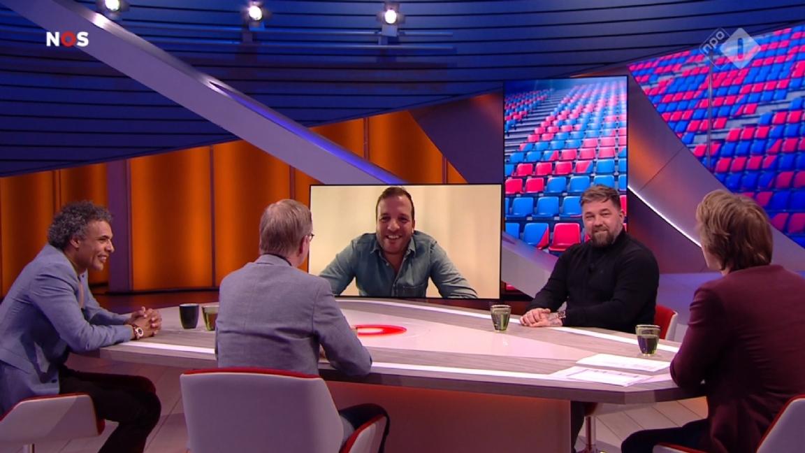 Studio Voetbal kraakt Piet Velthuizen af: 'Dit kan toch niet, kijk die buik' - Voetbalzone.nl