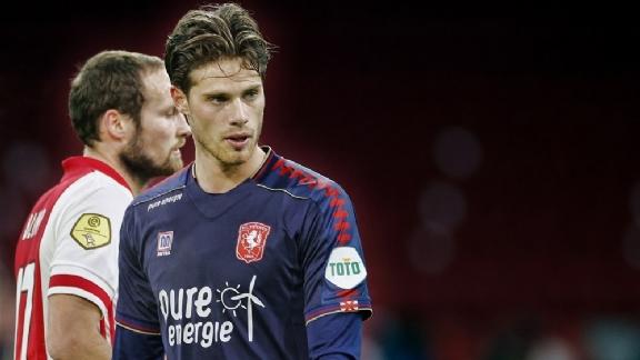 'Of Ajax mijn ontwikkeling volgt? Ik denk het, want ik heb een contract' - Voetbalzone.nl