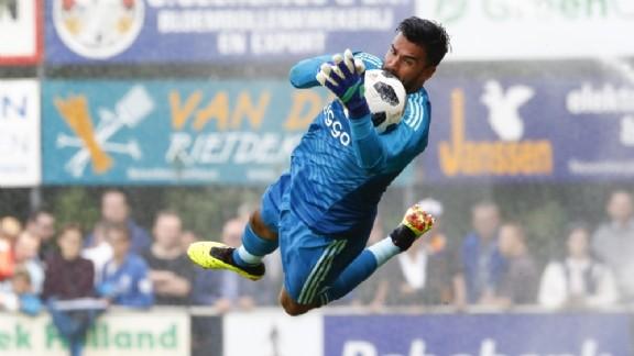 bf4d846e124 NAC Breda heeft zich voor de rest van het seizoen versterkt met Benjamin  van Leer. De doelman komt op huurbasis over van Ajax. In de overeenkomst  tussen ...