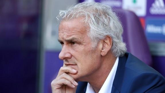 Fred Rutten duikt op bij NEC: 'Ik snap dat er vragen over komen' - Voetbalzone.nl